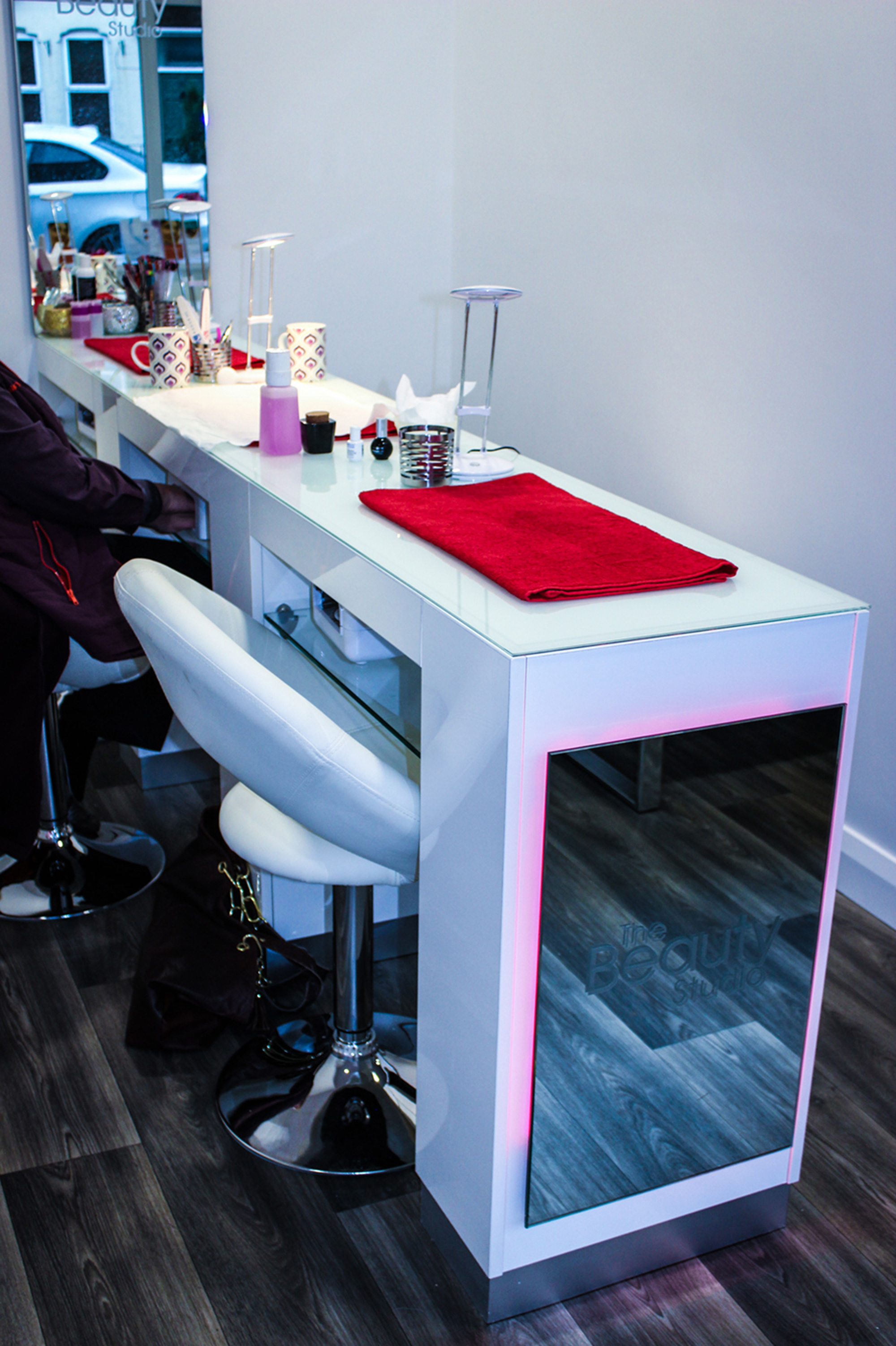 nail bar counter design and fit-out