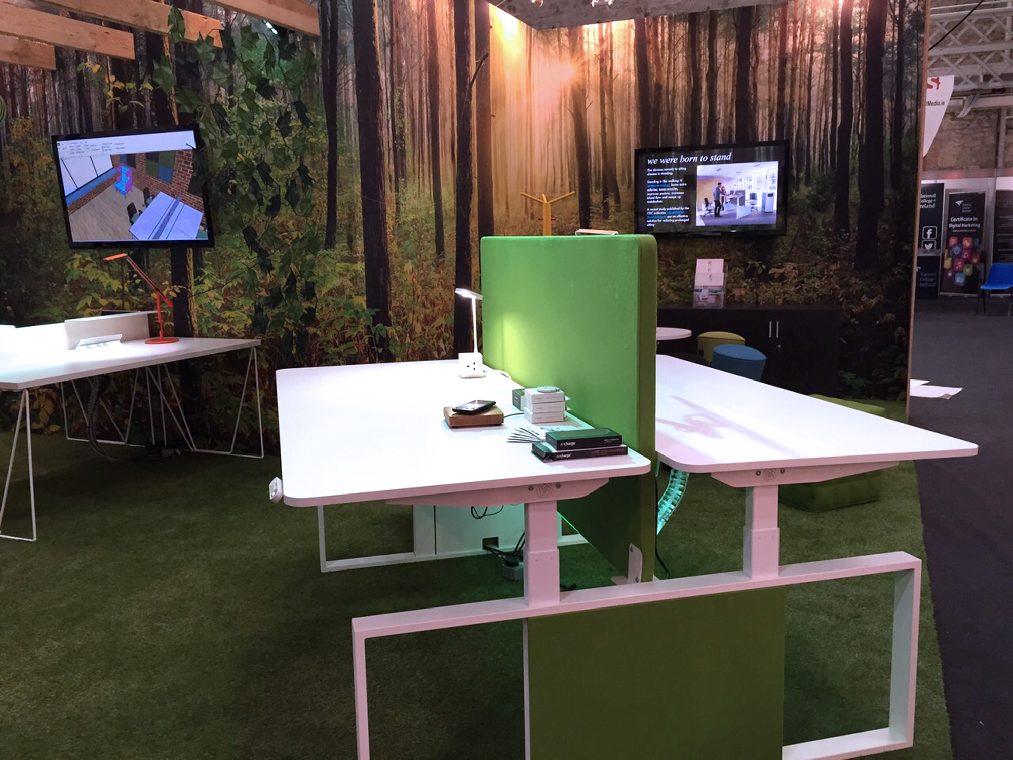 Exhibiting high end products. Exhibition design and build